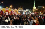 Купить «Люди празднуют Масленицу», видеоролик № 3775488, снято 10 января 2012 г. (c) Losevsky Pavel / Фотобанк Лори