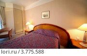 Купить «Интерьер спальни с кроватью, столиком и креслами», видеоролик № 3775588, снято 12 марта 2012 г. (c) Losevsky Pavel / Фотобанк Лори