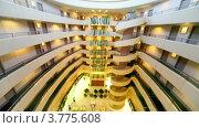Купить «Интерьер многоуровнего отеля с кафе на первом этаже», видеоролик № 3775608, снято 11 марта 2012 г. (c) Losevsky Pavel / Фотобанк Лори