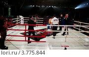 Купить «Объявление победителя на ринге. Московская битва 3», видеоролик № 3775844, снято 31 декабря 2011 г. (c) Losevsky Pavel / Фотобанк Лори