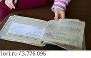 Купить «Девочка листает свою медицинскую карту», видеоролик № 3776096, снято 17 февраля 2012 г. (c) Losevsky Pavel / Фотобанк Лори