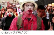 Купить «Зомби ходят среди людей на улице», видеоролик № 3776136, снято 20 февраля 2012 г. (c) Losevsky Pavel / Фотобанк Лори