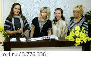 Купить «Работницы салона красоты», видеоролик № 3776336, снято 7 февраля 2012 г. (c) Losevsky Pavel / Фотобанк Лори