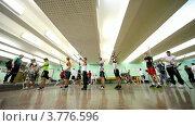 Купить «Много студентов лучников стоят в тире на IV Традиционном турнире по стрельбе из лука», видеоролик № 3776596, снято 20 января 2012 г. (c) Losevsky Pavel / Фотобанк Лори