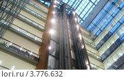 Купить «Лифты опускаются и поднимаются в бизнес центре, таймлапс», видеоролик № 3776632, снято 2 февраля 2012 г. (c) Losevsky Pavel / Фотобанк Лори