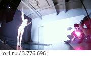 Купить «Обнаженная модель позирует для фотографов (таймлапс)», видеоролик № 3776696, снято 1 февраля 2012 г. (c) Losevsky Pavel / Фотобанк Лори