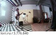 Купить «Фотомодель позирует с гитарой в руках(таймлапс)», видеоролик № 3776840, снято 25 февраля 2012 г. (c) Losevsky Pavel / Фотобанк Лори
