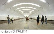 Купить «Пассажиры на станции метро Перово, таймлапс», видеоролик № 3776844, снято 1 февраля 2012 г. (c) Losevsky Pavel / Фотобанк Лори
