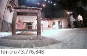 Купить «Актеры репетируют перед выступлением(таймлапс)», видеоролик № 3776848, снято 4 марта 2012 г. (c) Losevsky Pavel / Фотобанк Лори