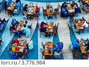 Купить «Люди за столиками в кафе торгового центра. Вид сверху», фото № 3776984, снято 1 октября 2011 г. (c) Павел Просветов / Фотобанк Лори