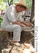Купить «Резчик по дереву», фото № 3777212, снято 18 августа 2012 г. (c) aaa / Фотобанк Лори
