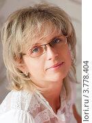 Портрет красивой женщины в очках. Стоковое фото, фотограф Игорь Низов / Фотобанк Лори
