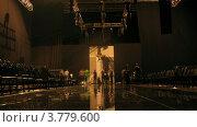 Купить «Посетители фотографируются на подиуме (таймлапс)», видеоролик № 3779600, снято 27 апреля 2012 г. (c) Losevsky Pavel / Фотобанк Лори
