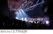 Купить «Посетители смотрят представленную коллекцию одежды на VOLVO (таймлапс)», видеоролик № 3779628, снято 27 апреля 2012 г. (c) Losevsky Pavel / Фотобанк Лори