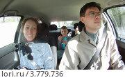 Купить «Семья сидит в салоне автомобиля, таймлапс», видеоролик № 3779736, снято 26 мая 2012 г. (c) Losevsky Pavel / Фотобанк Лори