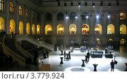 Купить «Гости гуляют по холлу после церемонии, таймлапс», видеоролик № 3779924, снято 16 апреля 2012 г. (c) Losevsky Pavel / Фотобанк Лори