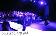 Купить «Люди общаются в перерыве на Mercedes-Benz Fashion Week», видеоролик № 3779944, снято 16 апреля 2012 г. (c) Losevsky Pavel / Фотобанк Лори