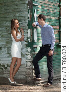 Купить «Двое влюблённых разговаривают возле старого деревянного дома», фото № 3780024, снято 15 июля 2012 г. (c) Михаил Иванов / Фотобанк Лори