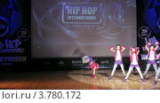 "Купить «Хип-хоп группа ""Project Seven"" танцует на сцене Дворца Культуры, таймлапс», видеоролик № 3780172, снято 16 апреля 2012 г. (c) Losevsky Pavel / Фотобанк Лори"