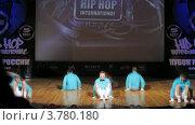 "Купить «Хип-хоп группа ""United Bit Boys"" танцует на сцене Дворца Культуры, таймлапс», видеоролик № 3780180, снято 16 апреля 2012 г. (c) Losevsky Pavel / Фотобанк Лори"