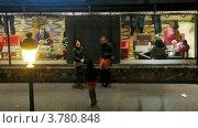 Купить «Девушки стоят у кафе  в Мадриде вечером, таймлапс», видеоролик № 3780848, снято 19 апреля 2012 г. (c) Losevsky Pavel / Фотобанк Лори
