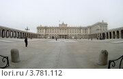 Купить «Площадь перед королевским дворцом в Мадриде, таймлапс», видеоролик № 3781112, снято 20 апреля 2012 г. (c) Losevsky Pavel / Фотобанк Лори