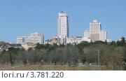 Купить «Небоскребы в Мадриде, таймлапс», видеоролик № 3781220, снято 3 мая 2012 г. (c) Losevsky Pavel / Фотобанк Лори