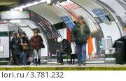 Купить «Пассажиры на станции метро, Мадрид, таймлапс», видеоролик № 3781232, снято 20 апреля 2012 г. (c) Losevsky Pavel / Фотобанк Лори