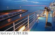 Купить «Пейзаж и палуба огромного лайнера на причале в доке», видеоролик № 3781836, снято 15 июня 2012 г. (c) Losevsky Pavel / Фотобанк Лори
