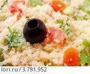 Салат из кускуса и болгарского перца с оливками. Стоковое фото, фотограф Вакулин Сергей / Фотобанк Лори