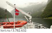 Купить «Вид с судна на окружающие горы», видеоролик № 3782632, снято 5 июня 2012 г. (c) Losevsky Pavel / Фотобанк Лори