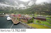 Купить «Маленький порт с домами и железной дорогой среди гор», видеоролик № 3782680, снято 5 июня 2012 г. (c) Losevsky Pavel / Фотобанк Лори