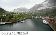 Купить «Порт в долине и уплывающий корабль», видеоролик № 3782684, снято 12 июня 2012 г. (c) Losevsky Pavel / Фотобанк Лори