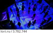 Купить «Много танцующих детей на дискотеке в темном клубе, вид сверху», видеоролик № 3782744, снято 19 июня 2012 г. (c) Losevsky Pavel / Фотобанк Лори