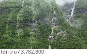 Купить «Водопады и ручьи на каменистой горе с лесом», видеоролик № 3782800, снято 19 июня 2012 г. (c) Losevsky Pavel / Фотобанк Лори