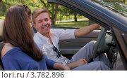 Купить «Молодой человек и девушка сидят на переднем сидении в кабриолете, смотрят друг на друга и улыбаются летним днем», видеоролик № 3782896, снято 28 апреля 2012 г. (c) Losevsky Pavel / Фотобанк Лори