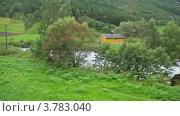 Купить «Несколько домов среди деревьев», видеоролик № 3783040, снято 3 мая 2012 г. (c) Losevsky Pavel / Фотобанк Лори
