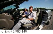 Купить «Молодая пара в солнечных очках сидят в кабриолете с открытой дверью в летний день», видеоролик № 3783140, снято 26 апреля 2012 г. (c) Losevsky Pavel / Фотобанк Лори