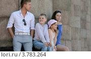Купить «Молодой человек и девушка с маленьким мальчиком и девочкой сидят у колонн летним днем», видеоролик № 3783264, снято 26 апреля 2012 г. (c) Losevsky Pavel / Фотобанк Лори