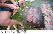 Купить «Человек поворачивает решетку с кебабом в дыму от тлеющих углей», видеоролик № 3783408, снято 16 мая 2012 г. (c) Losevsky Pavel / Фотобанк Лори