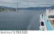 Купить «Корабль плывет мимо большого моста», видеоролик № 3783520, снято 14 июля 2012 г. (c) Losevsky Pavel / Фотобанк Лори