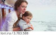 Купить «Мать и дочь смотрят на море», видеоролик № 3783588, снято 11 июля 2012 г. (c) Losevsky Pavel / Фотобанк Лори