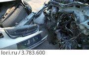 Купить «Разбитые автомобили на свалке», видеоролик № 3783600, снято 8 апреля 2012 г. (c) Losevsky Pavel / Фотобанк Лори