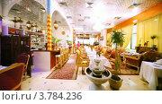 Купить «Интерьер ресторанного зала выполнен в индийском стиле», видеоролик № 3784236, снято 16 марта 2012 г. (c) Losevsky Pavel / Фотобанк Лори