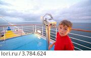 Купить «Мальчик и девочка смотрят в бинокли на палубе корабля», видеоролик № 3784624, снято 26 июня 2012 г. (c) Losevsky Pavel / Фотобанк Лори