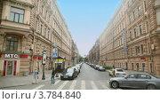 Купить «Люди ходят по пешеходному переходу на Невском проспекте», видеоролик № 3784840, снято 27 июня 2012 г. (c) Losevsky Pavel / Фотобанк Лори