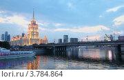 Купить «Судно плывет мимо Новоарбатского моста и высотного здания», видеоролик № 3784864, снято 17 июля 2012 г. (c) Losevsky Pavel / Фотобанк Лори