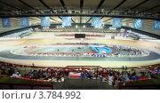 Купить «Зрители на стадионе чемпионата по велоспорту», видеоролик № 3784992, снято 17 июля 2012 г. (c) Losevsky Pavel / Фотобанк Лори