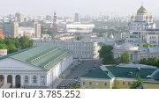 Купить «Машины проезжают около церкви(таймлапс)», видеоролик № 3785252, снято 29 мая 2012 г. (c) Losevsky Pavel / Фотобанк Лори