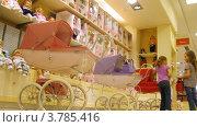Купить «Две девочки играют с игрушкой, коляской для кукол (таймлапс)», видеоролик № 3785416, снято 27 апреля 2012 г. (c) Losevsky Pavel / Фотобанк Лори